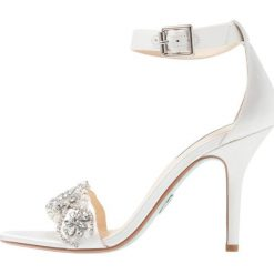Blue by Betsey Johnson GINA Sandały na obcasie ivory. Białe sandały damskie marki Blue by Betsey Johnson, z materiału, na obcasie. Za 459,00 zł.