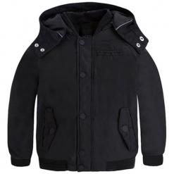 Kurtka w kolorze czarnym. Czarne kurtki chłopięce zimowe marki Mayoral. W wyprzedaży za 139,95 zł.