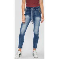 Answear - Jeansy Femifesto. Niebieskie boyfriendy damskie ANSWEAR, z bawełny, z podwyższonym stanem. W wyprzedaży za 79,90 zł.
