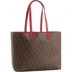 Torebka DKNY - R83A7756 Mocha Logo/Rog M68. Brązowe torebki klasyczne damskie marki ARTENGO, z materiału. Za 769,00 zł.