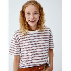 Koszulka w różnokolorowe paski. Szare t-shirty damskie Pull&Bear, w paski. Za 49,90 zł.