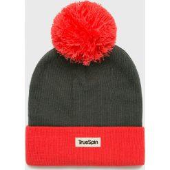 True Spin - Czapka. Brązowe czapki zimowe damskie True Spin, na zimę, z dzianiny. W wyprzedaży za 49,90 zł.