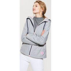 Kurtki sportowe damskie: Sportowa kurtka z kapturem – Wielobarwn