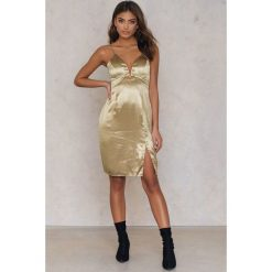 Sukienki hiszpanki: ASTR Sukienka Amira – Gold