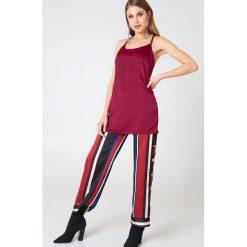 Motel Rocks Sukienka bieliźniana Haute - Red. Różowe sukienki mini marki Motel Rocks. W wyprzedaży za 54,59 zł.