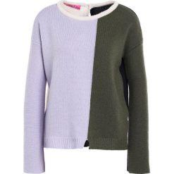 Swetry klasyczne damskie: 81hours Studio BACK TO FRONT Sweter lilac army