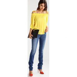 GStar 3301 MID STRAIGHT  Jeansy Straight Leg elto superstretch. Białe jeansy damskie marki G-Star, z nadrukiem. Za 419,00 zł.