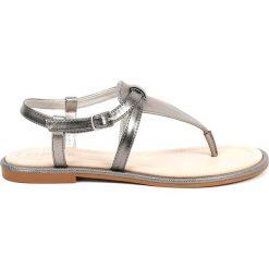 Sandały japonki w kolorze srebrno-antracytowym. Szare klapki damskie Chika 10. W wyprzedaży za 82,95 zł.