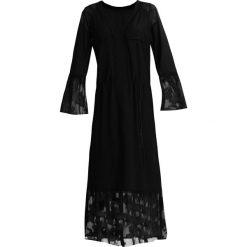 Sisley Sukienka letnia black. Czarne sukienki letnie Sisley, z materiału. W wyprzedaży za 349,30 zł.