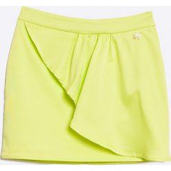Guess Jeans - Spódnica dziecięca 118-166 cm. Żółte minispódniczki Guess Jeans, z aplikacjami, z elastanu, proste. W wyprzedaży za 79,90 zł.