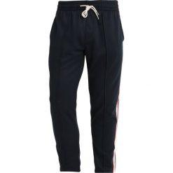 Abercrombie & Fitch TRACK TAPER Spodnie treningowe navy. Niebieskie spodnie dresowe męskie Abercrombie & Fitch, z bawełny. Za 389,00 zł.