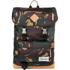 Eastpak ROWLO/INTO THE OUT Plecak into camo. Zielone plecaki męskie Eastpak. W wyprzedaży za 203,40 zł.