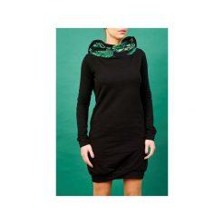 Sukienka z kominem i kapturem tropikalna. Czarne sukienki dzianinowe marki Sinsay, l, z kapturem. Za 239,00 zł.