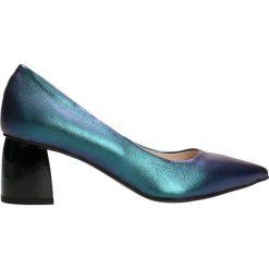 Czółenka AIKO. Niebieskie buty ślubne damskie Gino Rossi, w geometryczne wzory, ze skóry. Za 299,90 zł.
