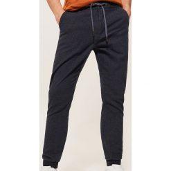 Spodnie typu jogger - Granatowy. Niebieskie joggery męskie House. Za 129,99 zł.