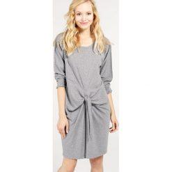 Sukienka - 30-87026 GRME. Szare sukienki hiszpanki Unisono, l, z bawełny, z okrągłym kołnierzem, z długim rękawem, proste. Za 49,00 zł.