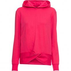 Bluza z efektem przewiązania bonprix różowy hibiskus. Czerwone bluzy z kapturem damskie bonprix. Za 74,99 zł.
