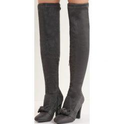 Ciemnoszare Kozaki Be Like Minnie. Czarne buty zimowe damskie marki Born2be, z okrągłym noskiem, na wysokim obcasie, na słupku. Za 99,99 zł.