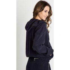 Bluzy rozpinane damskie: Granatowa bluza z kapturem BIALCON