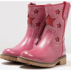 Hip Botki kowbojki i motocyklowe fucsia. Czerwone botki damskie skórzane marki Hip. W wyprzedaży za 298,35 zł.