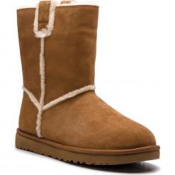 Buty UGG - W Classic Short Spill Seam 1098078 W/Che. Szare buty zimowe damskie marki Ugg, z materiału, z okrągłym noskiem. Za 879,00 zł.