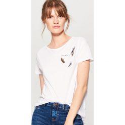 Bawełniana koszulka z nadrukiem - Biały. Białe t-shirty damskie Mohito, l, z nadrukiem, z bawełny. Za 19,99 zł.