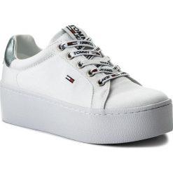 Sneakersy damskie: Sneakersy TOMMY JEANS – Flatform Sneaker EN0EN00237 White 100