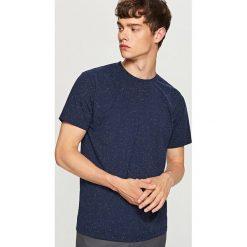 Melanżowy t-shirt - Granatowy. Niebieskie t-shirty męskie Reserved, l. Za 29,99 zł.
