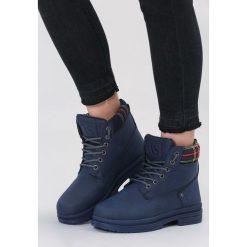 Granatowe Traperki Free At Night. Niebieskie buty zimowe damskie vices, z materiału, z okrągłym noskiem, na obcasie. Za 99,99 zł.