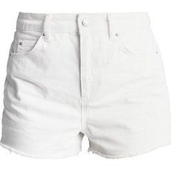 Bermudy damskie: Topshop PLAIN MOM SHORTS Szorty jeansowe white