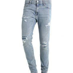 Abercrombie & Fitch LIGHT DESTROY Jeansy Slim Fit blue. Niebieskie jeansy męskie relaxed fit marki Abercrombie & Fitch. W wyprzedaży za 327,20 zł.