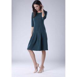 Zielona Wizytowa Sukienka z Obniżonym Stanem. Szare sukienki balowe marki Sinsay, l, z dekoltem na plecach. W wyprzedaży za 158,01 zł.