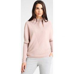 Someday. TUHINA DYNAMIC Sweter rose dust. Czerwone swetry klasyczne damskie someday., z materiału. W wyprzedaży za 381,75 zł.