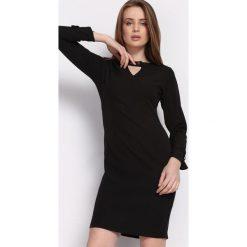 Czarna Sukienka Multieloquent. Czarne sukienki na komunię marki Born2be, l, z tkaniny, z okrągłym kołnierzem, z długim rękawem, midi, oversize. Za 89,99 zł.