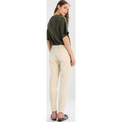 2ndOne SILJA Spodnie treningowe almond. Brązowe spodnie sportowe damskie marki 2ndOne, xs, z dresówki. Za 419,00 zł.