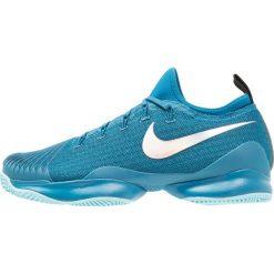 Nike Performance MEN AIR ZOOM ULTRA REACT HC Obuwie do tenisa Outdoor green abyss/metallic silver/blue force. Niebieskie buty do tenisa męskie Nike Performance, z materiału. W wyprzedaży za 408,85 zł.