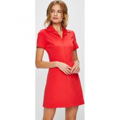 Calvin Klein Jeans - Sukienka. Czerwone sukienki dzianinowe marki Calvin Klein Jeans, na co dzień, m, casualowe, z krótkim rękawem, mini, proste. Za 499,90 zł.