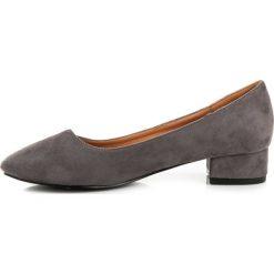 Buty ślubne damskie: Zamszowe czółenka na niskim obcasie KALIYAH