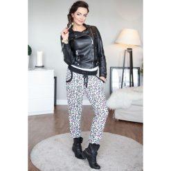 Spodnie dresowe damskie: Spodnie dresowe w kolorowe centki czarny ściągacz 428