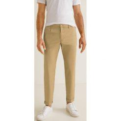 Mango Man - Spodnie Pascal. Szare chinosy męskie Mango Man, z bawełny. W wyprzedaży za 139,90 zł.
