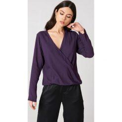Bluzki damskie: NA-KD Bluzka z wiązaniem kopertowym z przodu – Purple
