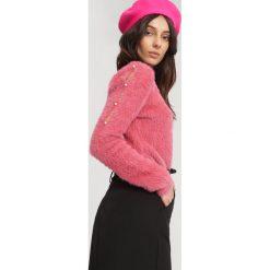 Ciemnoróżowy Sweter Authority of Authority. Czerwone swetry klasyczne damskie other, na jesień, uniwersalny. Za 59,99 zł.