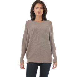 Sweter w kolorze szarobrązowym. Brązowe swetry klasyczne damskie marki L'étoile du cachemire, z kaszmiru, z okrągłym kołnierzem. W wyprzedaży za 129,95 zł.