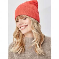 Czapka w kolorze pomarańczowym. Brązowe czapki zimowe damskie Manode, z kaszmiru. W wyprzedaży za 173,95 zł.