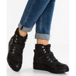Pieces PSPURLEY BOOT Botki na platformie black. Czarne buty zimowe damskie Pieces, z materiału, na platformie. W wyprzedaży za 149,50 zł.