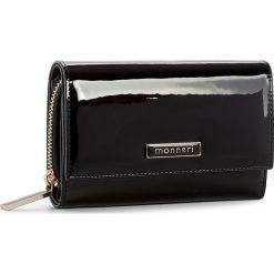 Duży Portfel Damski MONNARI - PUR1191-020 Black. Czarne portfele damskie marki Monnari, z lakierowanej skóry. W wyprzedaży za 129,00 zł.