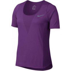 Nike W Nk Znl Cl Relay Top Ss Xs. Fioletowe topy sportowe damskie marki Nike, xs. W wyprzedaży za 135,00 zł.