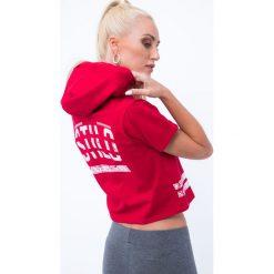 T-shirt z aplikacją na plecach czerwony 7299. Czerwone t-shirty damskie Fasardi, l, z aplikacjami, z dekoltem na plecach. Za 39,20 zł.