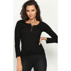 Czarna Bluzka Consensus. Czarne bluzki asymetryczne Born2be, l, z okrągłym kołnierzem, z długim rękawem. Za 24,99 zł.