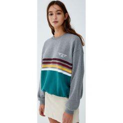 Bluza w surferskim stylu z panelami z przodu. Szare bluzy damskie Pull&Bear. Za 89,90 zł.